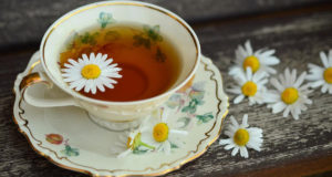 Летнее настроение с ромашковым чаем