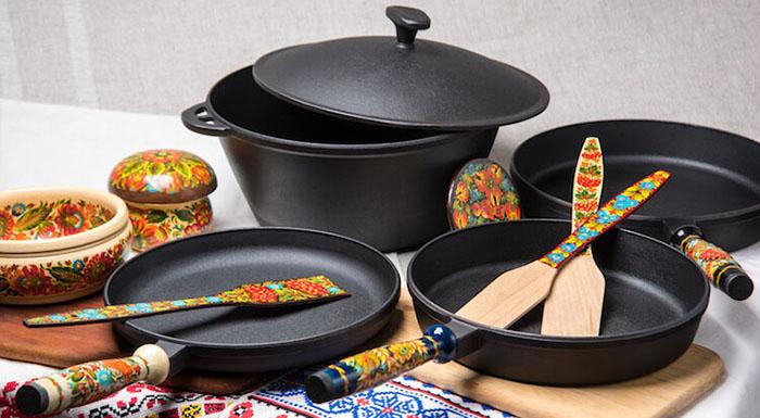 всевозможные виды чугунной посуды для дома