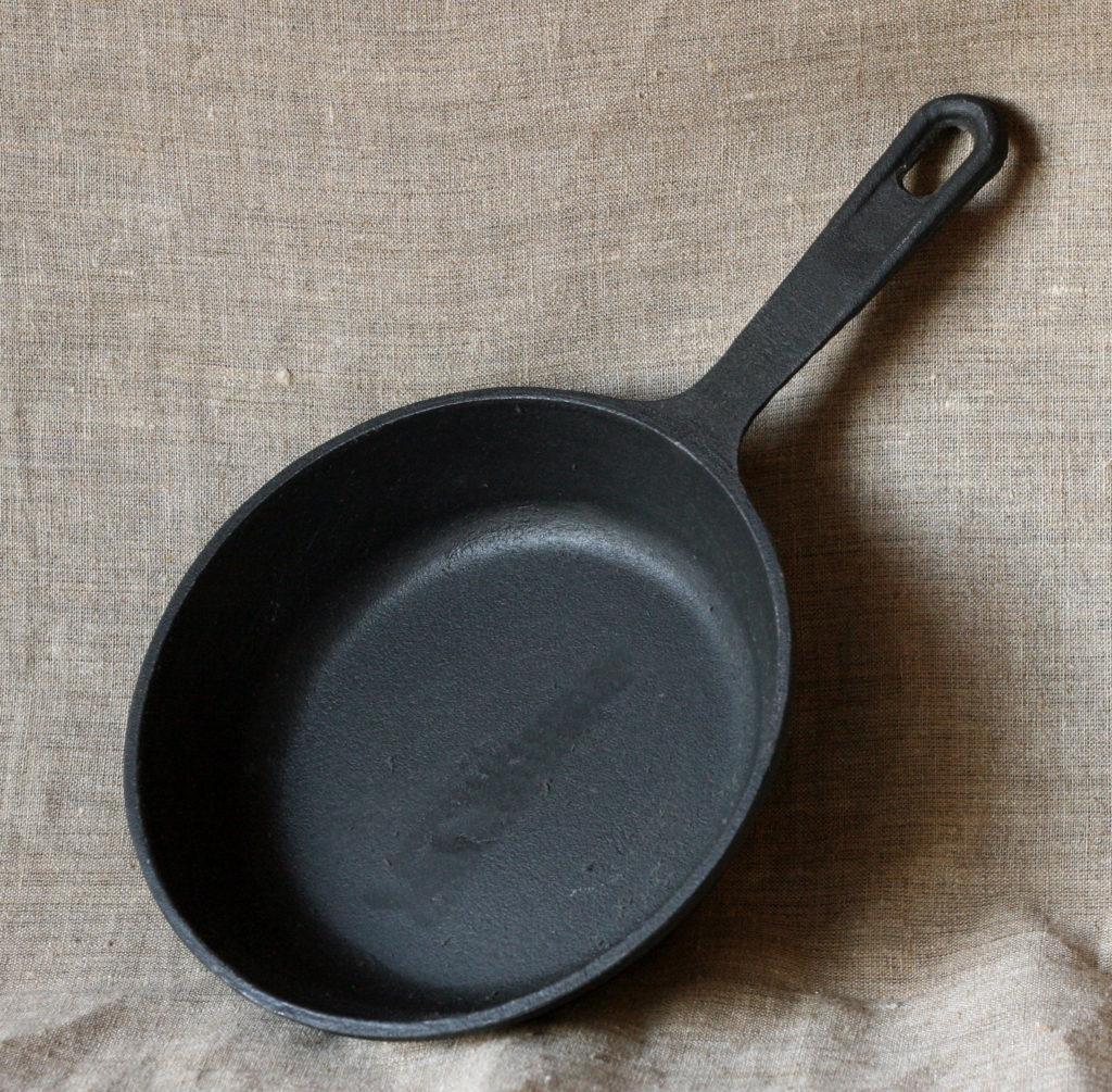 22,5 чугунная сковородка