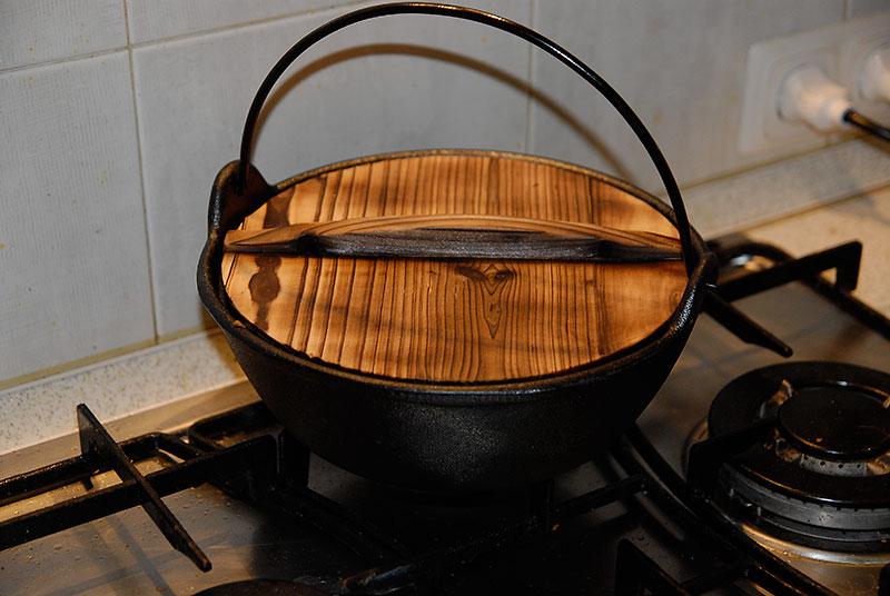 Крышка для казана из цельного куска древесины